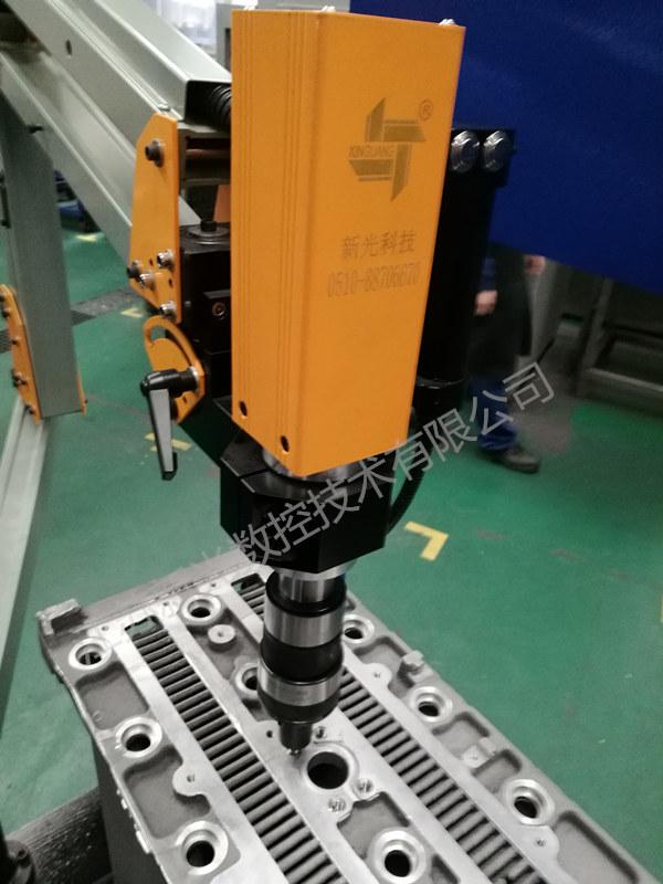 伺服电动攻丝机一机多用 M3-M20三臂万向型 热交换器近螺栓案例
