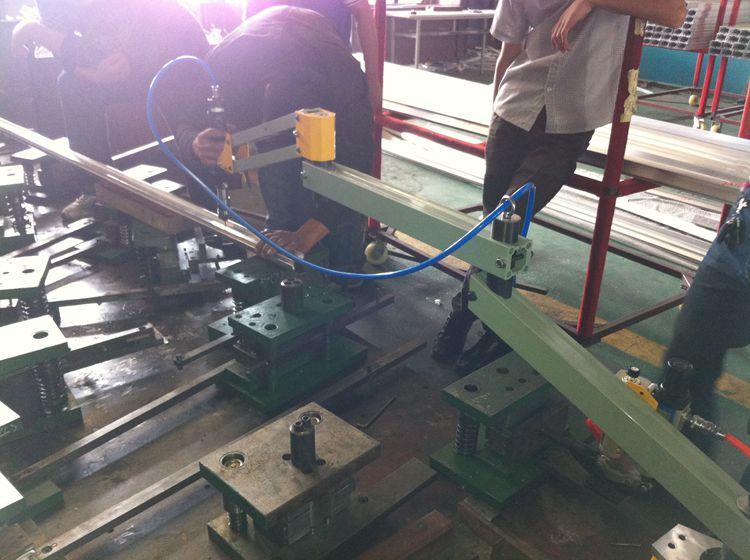 三臂M16气动攻丝机铝型材攻丝案例